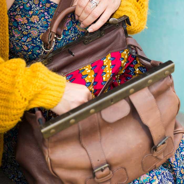 Vue intérieur du sac en cuir