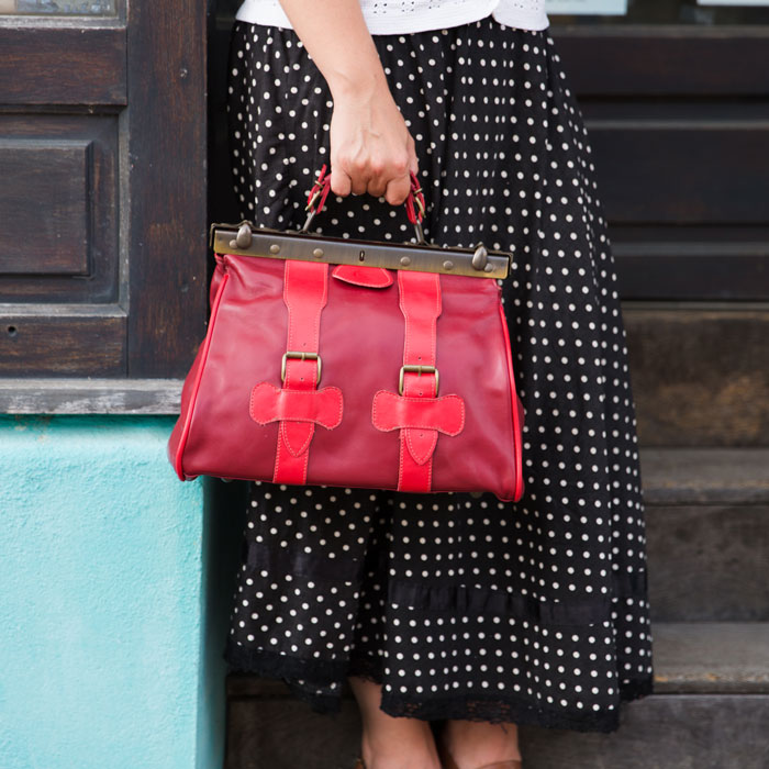 Mise en situation du sac Mary Poppins rouge
