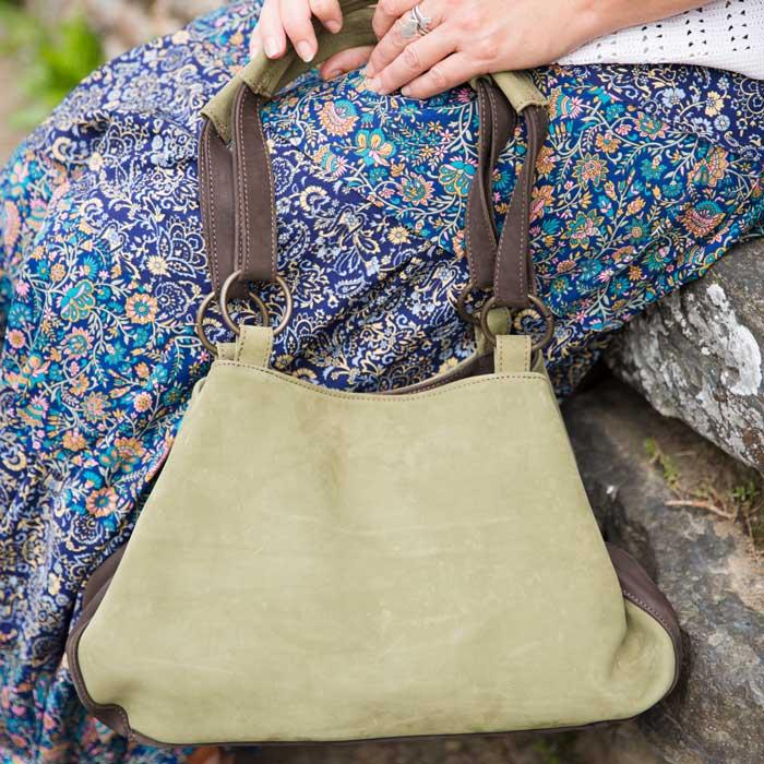 Mise en situation du sac en cuir sacaba vert