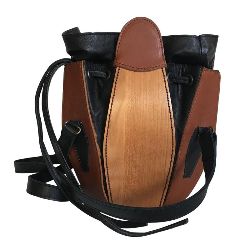 sac cuir et bois de merisier ouvert
