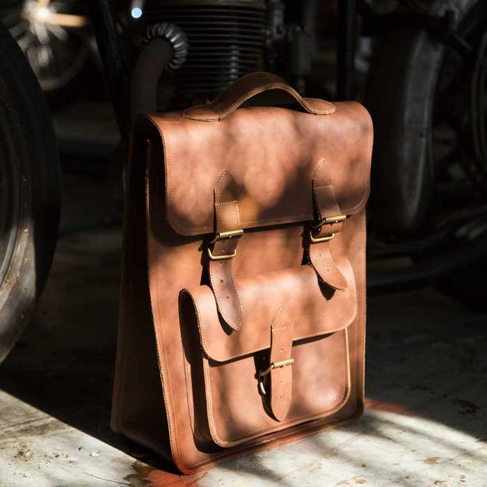 Présentation du sac à dos en cuir